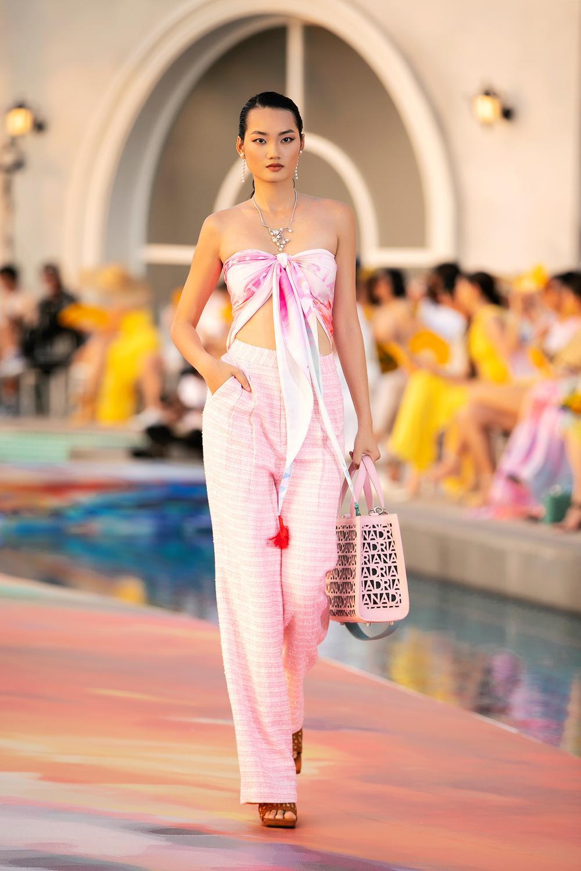 Hoa hậu Đỗ Thị Hà, Á hậu Lệ Hằng, Phương Nga đẹp sắc sảo, như hoa như ngọc trên cùng sàn catwalk Ảnh 7