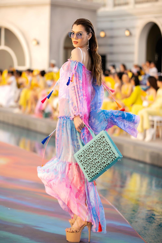 Hoa hậu Đỗ Thị Hà, Á hậu Lệ Hằng, Phương Nga đẹp sắc sảo, như hoa như ngọc trên cùng sàn catwalk Ảnh 6