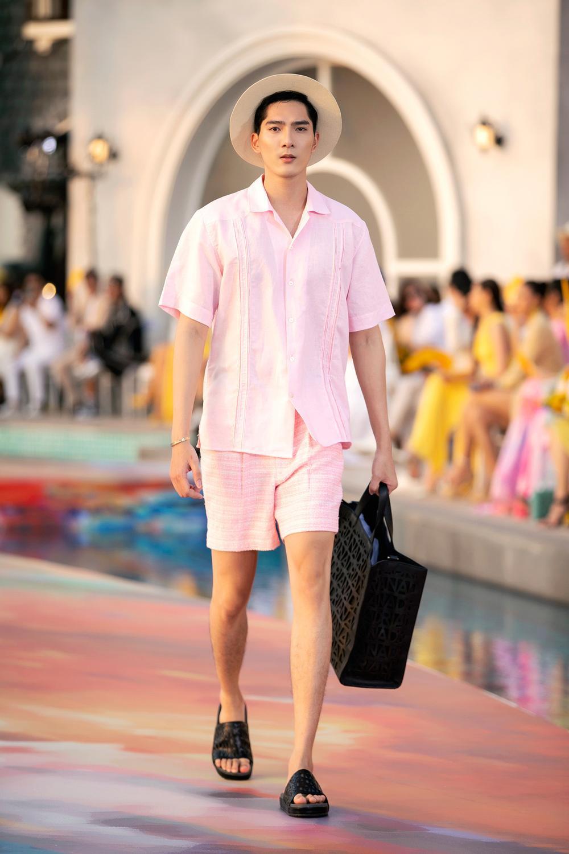 Hoa hậu Đỗ Thị Hà, Á hậu Lệ Hằng, Phương Nga đẹp sắc sảo, như hoa như ngọc trên cùng sàn catwalk Ảnh 11