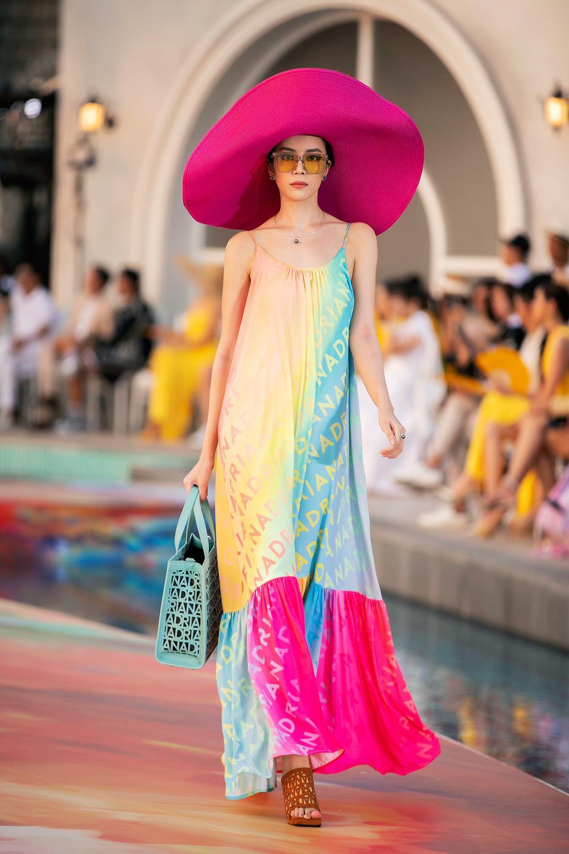 Hoa hậu Đỗ Thị Hà, Á hậu Lệ Hằng, Phương Nga đẹp sắc sảo, như hoa như ngọc trên cùng sàn catwalk Ảnh 16