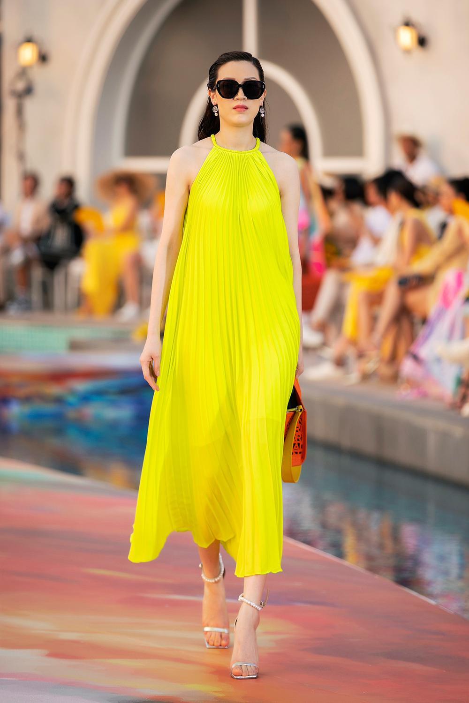 Hoa hậu Đỗ Thị Hà, Á hậu Lệ Hằng, Phương Nga đẹp sắc sảo, như hoa như ngọc trên cùng sàn catwalk Ảnh 14