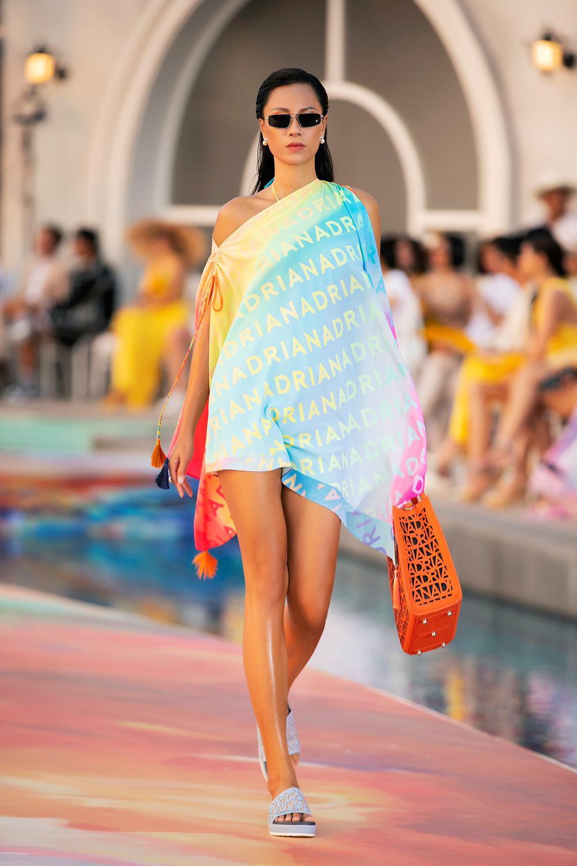Hoa hậu Đỗ Thị Hà, Á hậu Lệ Hằng, Phương Nga đẹp sắc sảo, như hoa như ngọc trên cùng sàn catwalk Ảnh 15