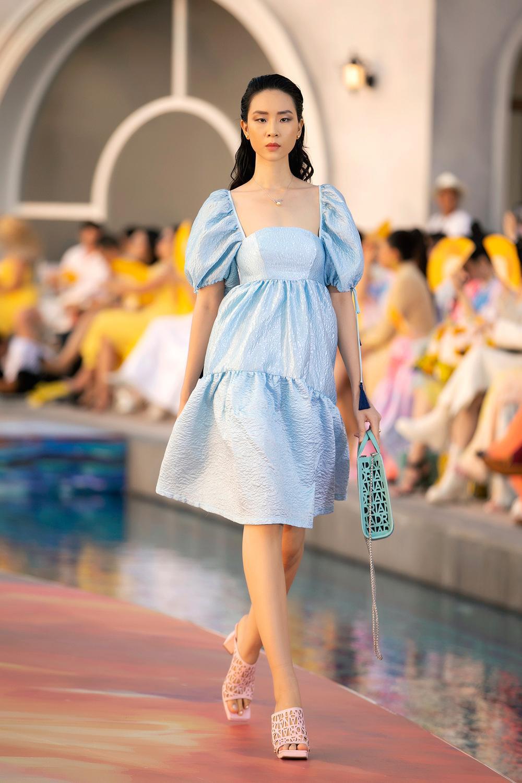 Hoa hậu Đỗ Thị Hà, Á hậu Lệ Hằng, Phương Nga đẹp sắc sảo, như hoa như ngọc trên cùng sàn catwalk Ảnh 10