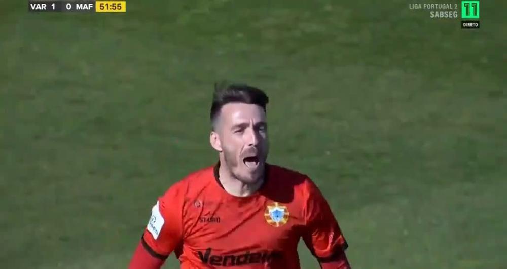 VIDEO: Cận cảnh thủ môn 39 tuổi ghi bàn từ khoảng cách 100m Ảnh 1