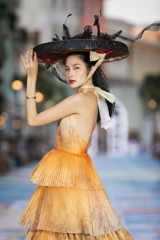 FASHION VOYAGE #3 - Nốt nhạc thăng hoa của thời trang Việt và đôi điều còn tiếc nuối Ảnh 12