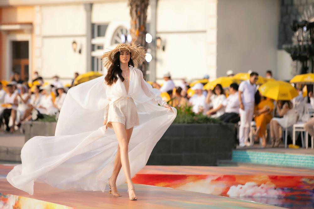 FASHION VOYAGE #3 - Nốt nhạc thăng hoa của thời trang Việt và đôi điều còn tiếc nuối Ảnh 4