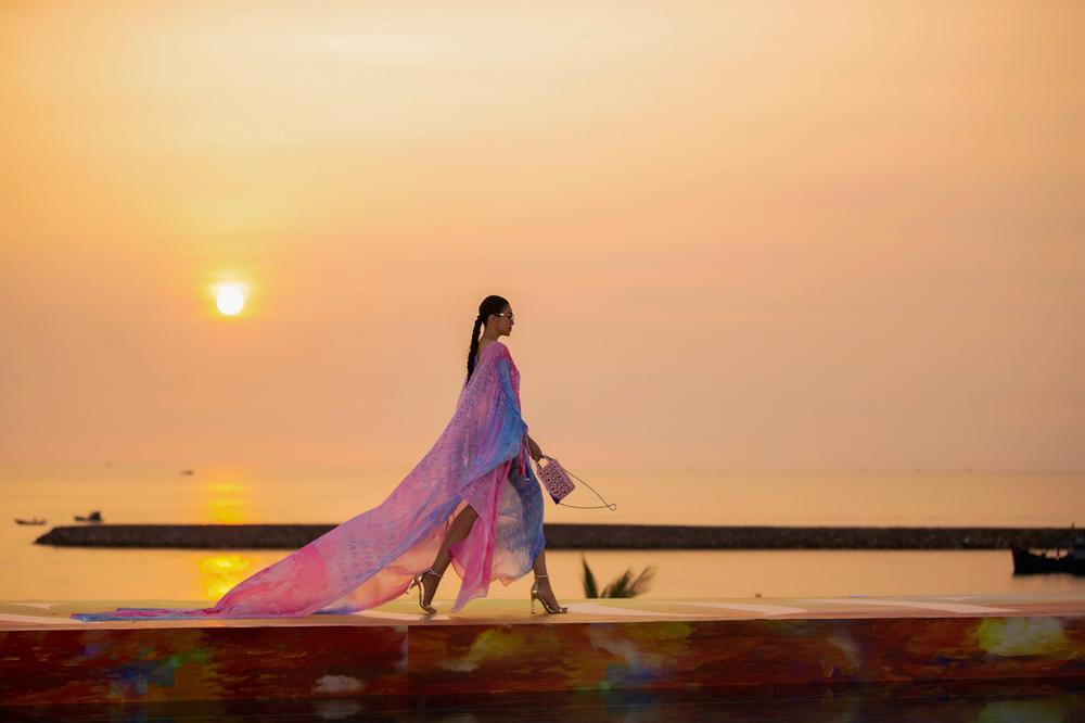FASHION VOYAGE #3 - Nốt nhạc thăng hoa của thời trang Việt và đôi điều còn tiếc nuối Ảnh 3