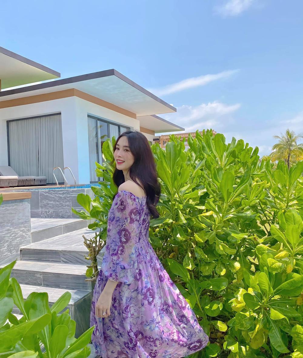Hoa hậu Đặng Thu Thảo đẹp ngất ngây với váy tím mộng mơ Ảnh 1