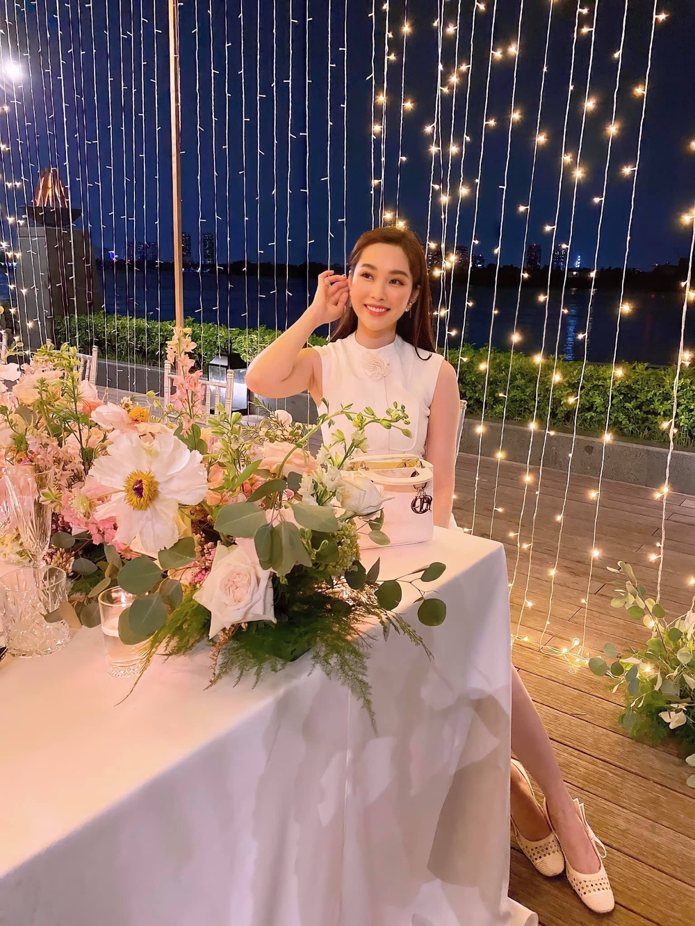 Hoa hậu Đặng Thu Thảo đẹp ngất ngây với váy tím mộng mơ Ảnh 4