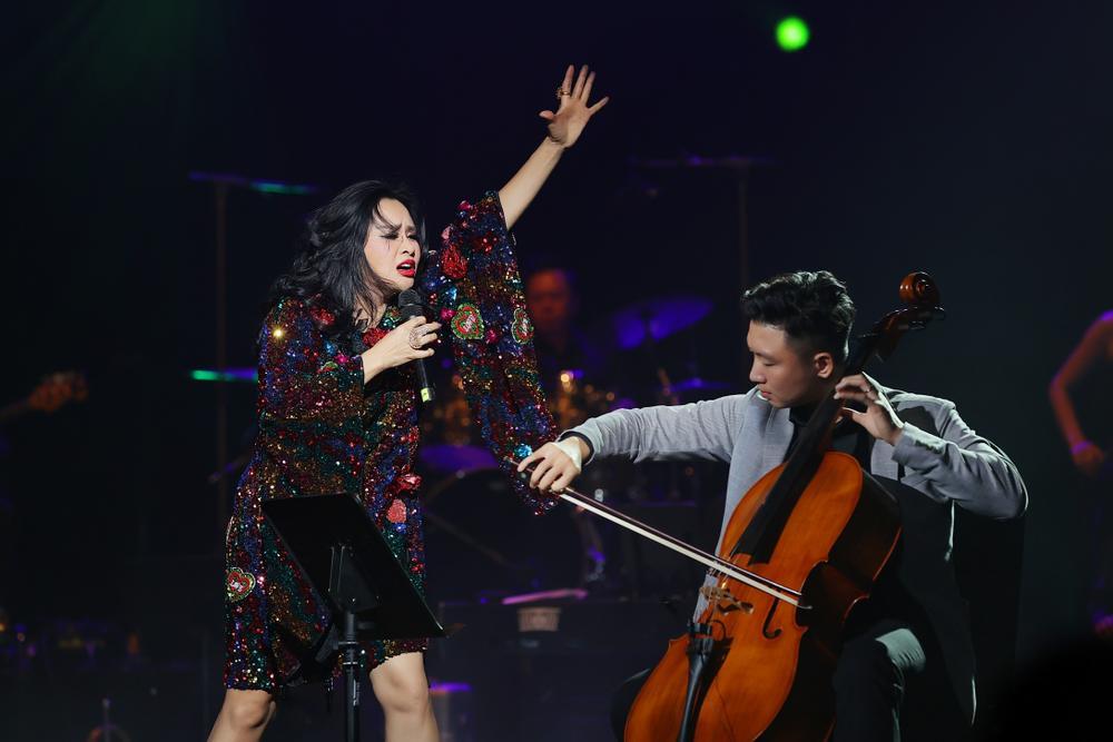 Thanh Lam hồn nhiên 'show ân ái', tỏ tình bạn trai trên sân khấu liveshow:'Em mang tình anh đến trọn đời' Ảnh 14