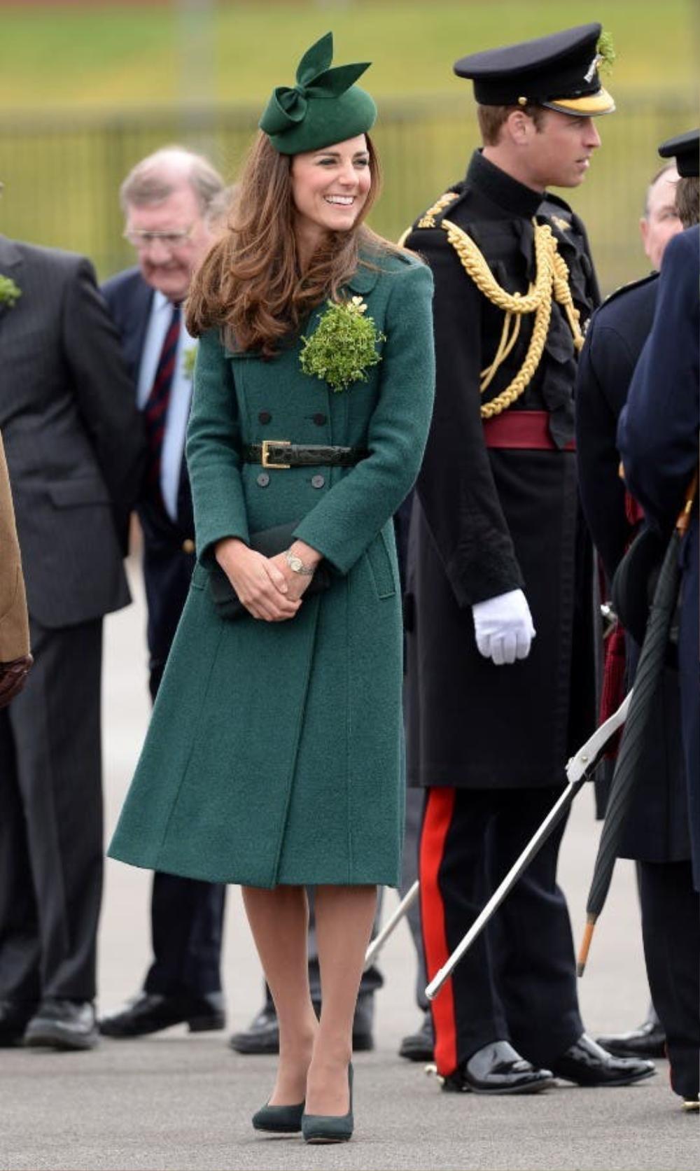 Bí ẩn tủ đồ Hoàng gia: Tại sao Kate Middleton thích mặc màu xanh lá cây? Ảnh 4