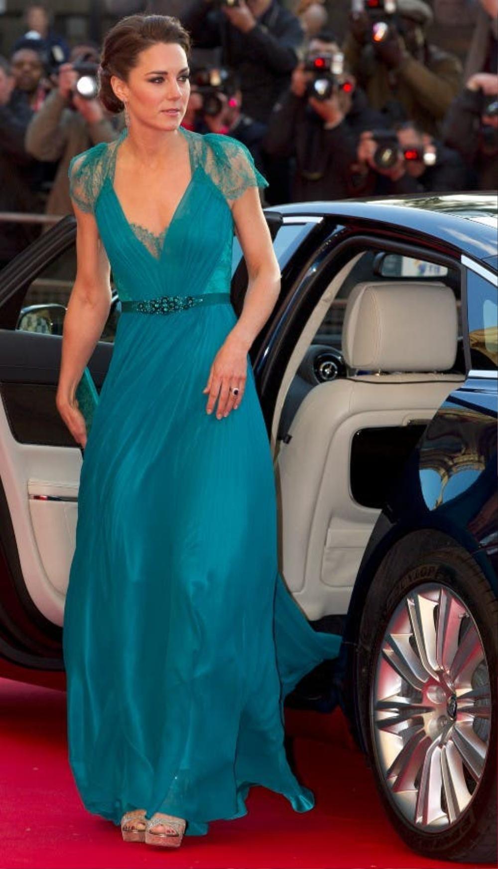 Bí ẩn tủ đồ Hoàng gia: Tại sao Kate Middleton thích mặc màu xanh lá cây? Ảnh 2