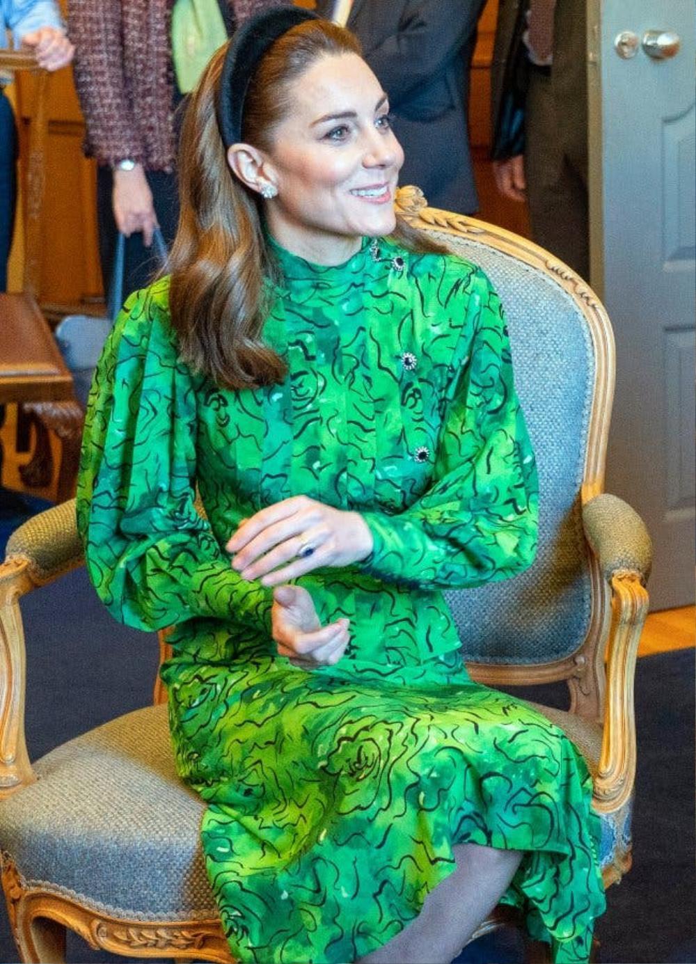Bí ẩn tủ đồ Hoàng gia: Tại sao Kate Middleton thích mặc màu xanh lá cây? Ảnh 1
