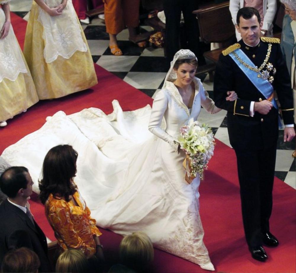 Bí ẩn tủ đồ Hoàng gia: 13 chiếc váy cưới Hoàng gia mang tính biểu tượng thế kỷ Ảnh 5