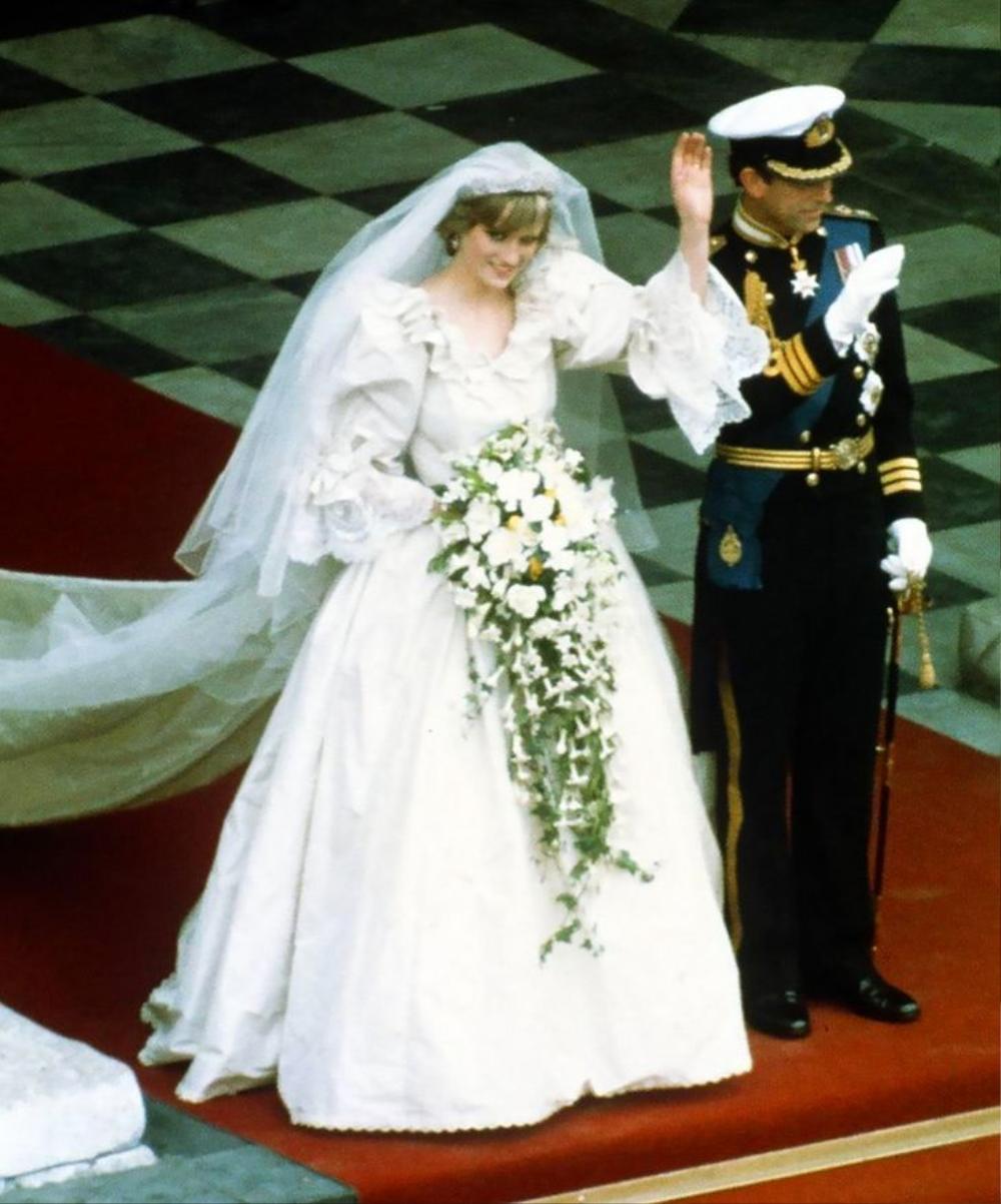 Bí ẩn tủ đồ Hoàng gia: 13 chiếc váy cưới Hoàng gia mang tính biểu tượng thế kỷ Ảnh 3