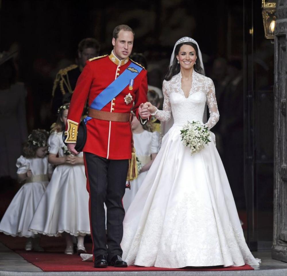 Bí ẩn tủ đồ Hoàng gia: 13 chiếc váy cưới Hoàng gia mang tính biểu tượng thế kỷ Ảnh 9