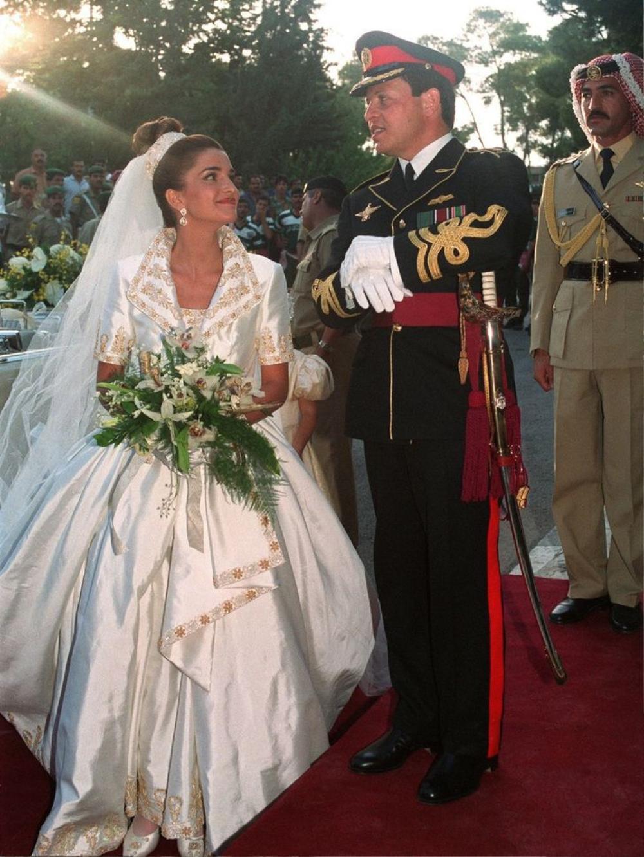 Bí ẩn tủ đồ Hoàng gia: 13 chiếc váy cưới Hoàng gia mang tính biểu tượng thế kỷ Ảnh 4
