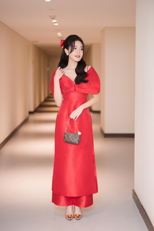 Top 10 Hoa hậu Việt Nam 2020 - Doãn Hải My diện áo dài đỏ chiếm spotlight, nhan sắc rạng rỡ Ảnh 3