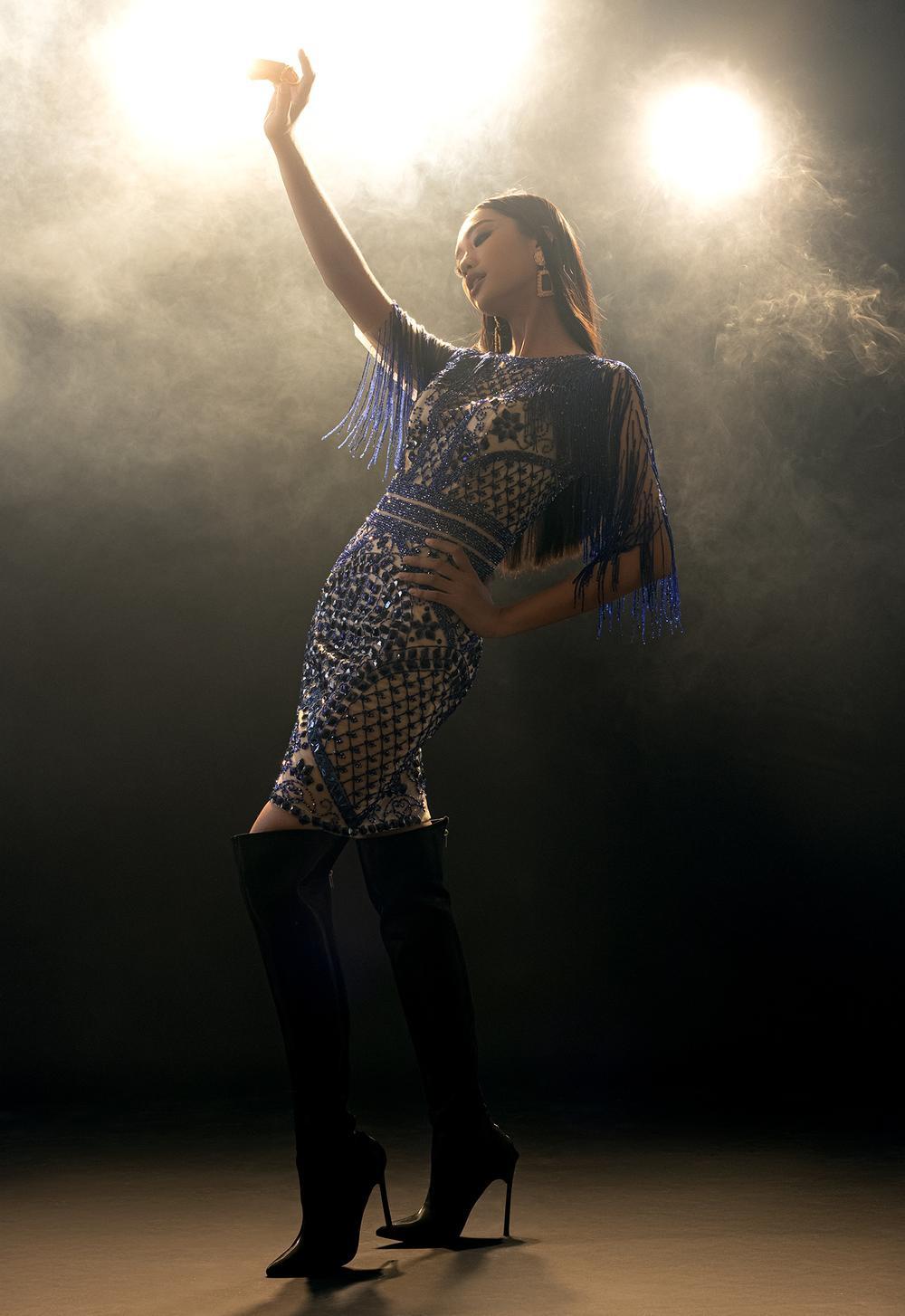 Váy dạ hội tua rua tôn thờ vẻ đẹp kiêu sa lộng lẫy cho nữ hoàng đêm tiệc Ảnh 2