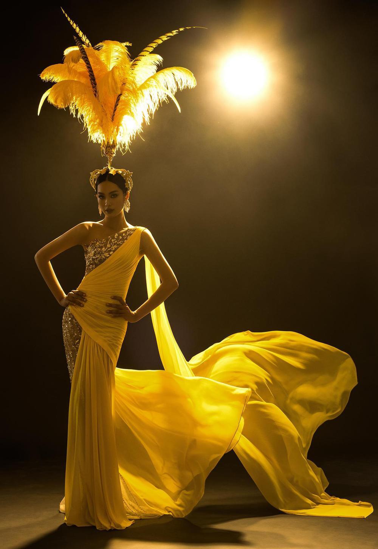 Váy dạ hội tua rua tôn thờ vẻ đẹp kiêu sa lộng lẫy cho nữ hoàng đêm tiệc Ảnh 7