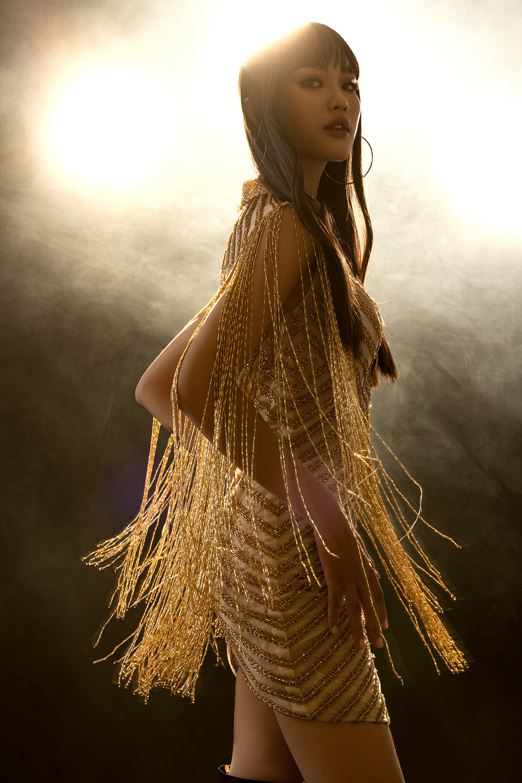 Váy dạ hội tua rua tôn thờ vẻ đẹp kiêu sa lộng lẫy cho nữ hoàng đêm tiệc Ảnh 10