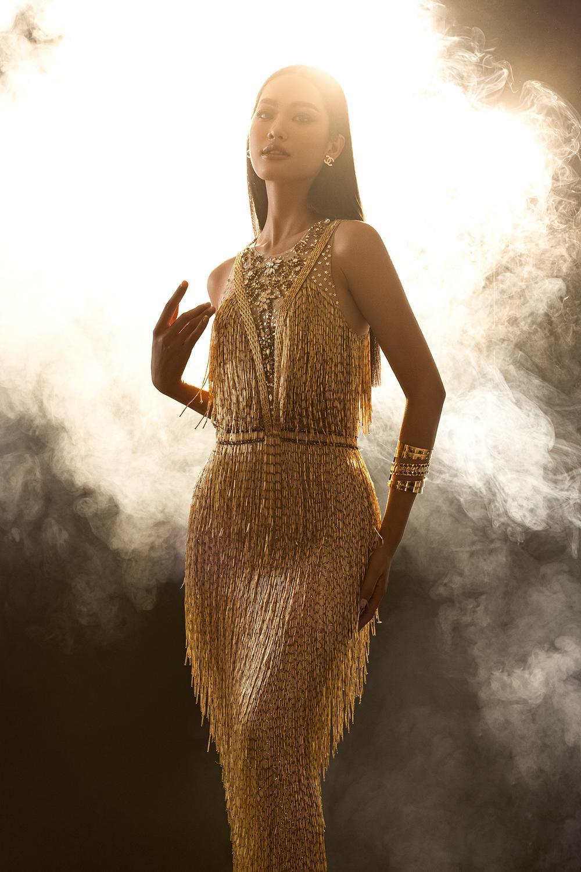 Váy dạ hội tua rua tôn thờ vẻ đẹp kiêu sa lộng lẫy cho nữ hoàng đêm tiệc Ảnh 11