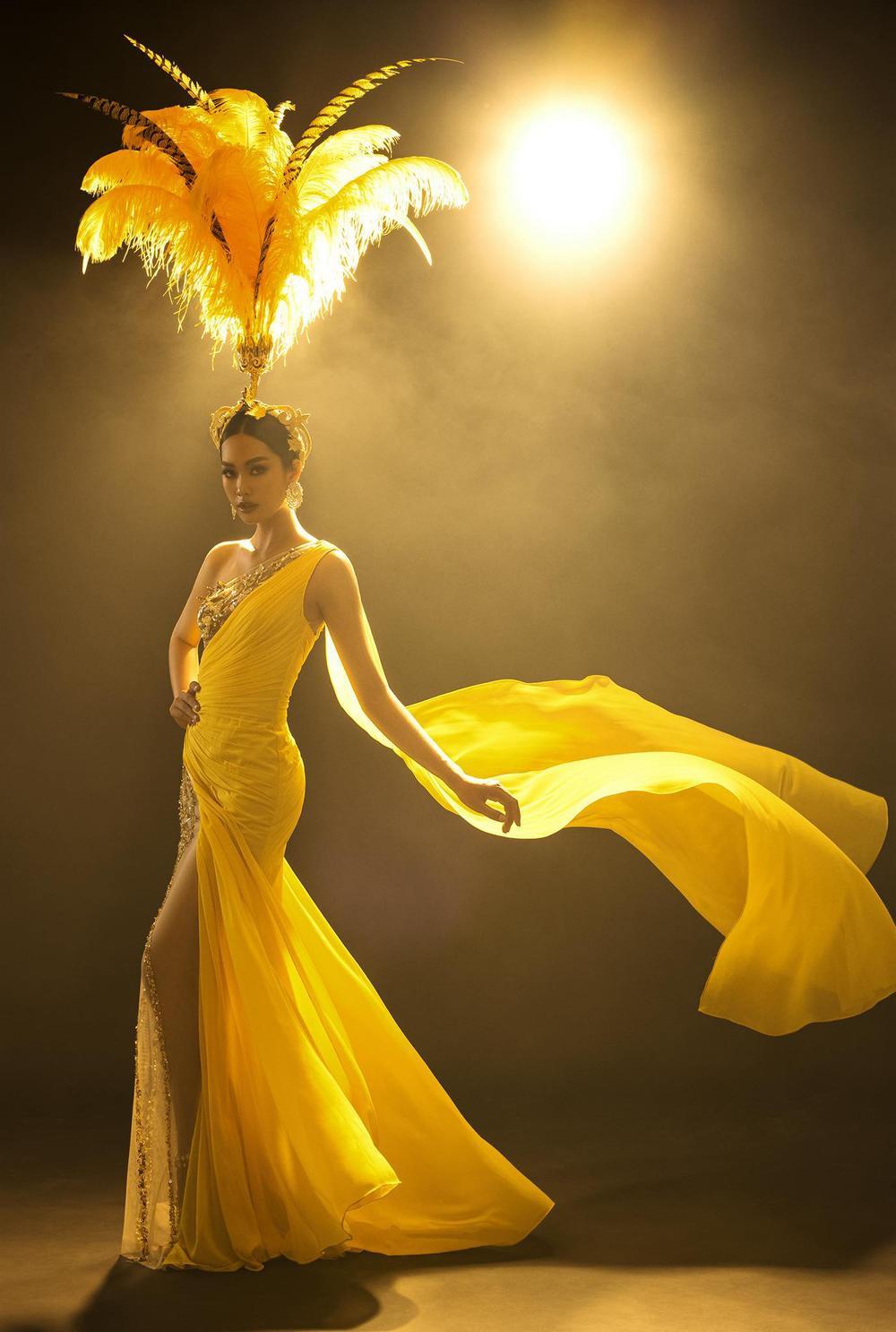 Váy dạ hội tua rua tôn thờ vẻ đẹp kiêu sa lộng lẫy cho nữ hoàng đêm tiệc Ảnh 14