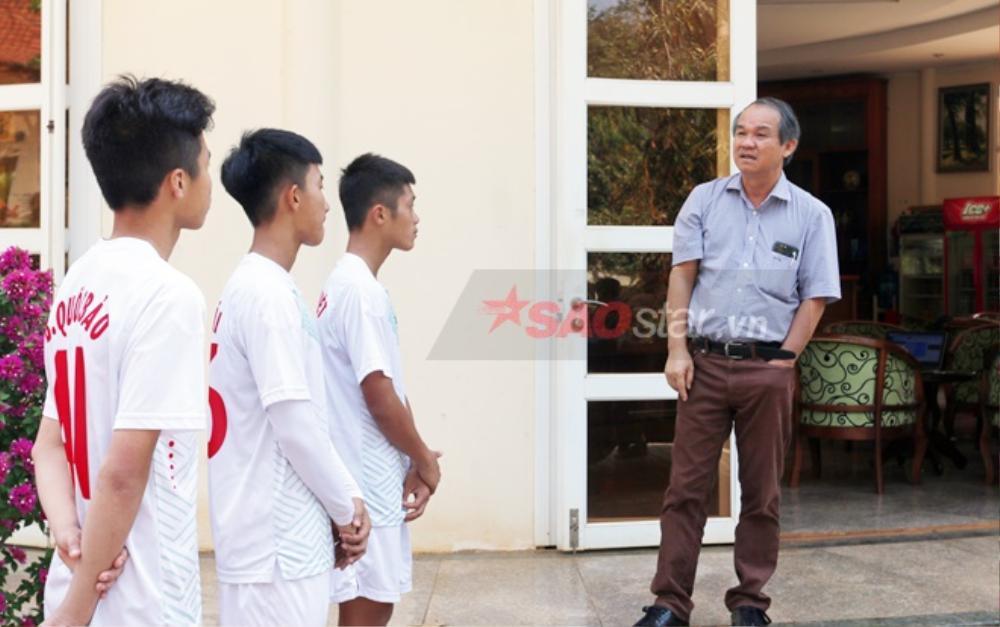 Nhìn nỗi đau Hùng Dũng để thấy bầu Đức dạy cầu thủ là tấm gương sáng cho cả nền bóng đá học theo! Ảnh 3