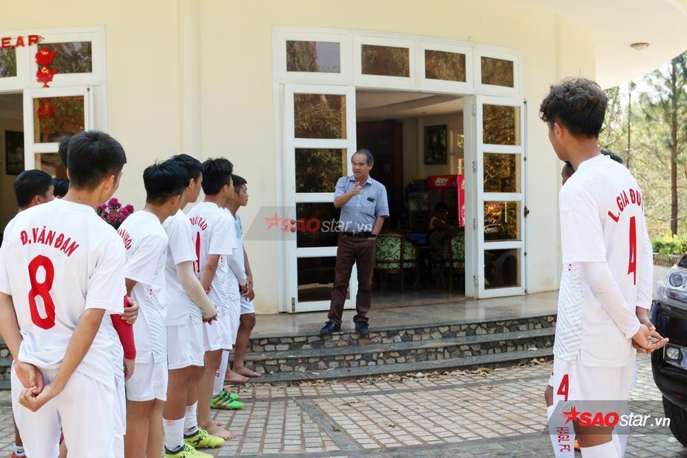 Nhìn nỗi đau Hùng Dũng để thấy bầu Đức dạy cầu thủ là tấm gương sáng cho cả nền bóng đá học theo! Ảnh 2