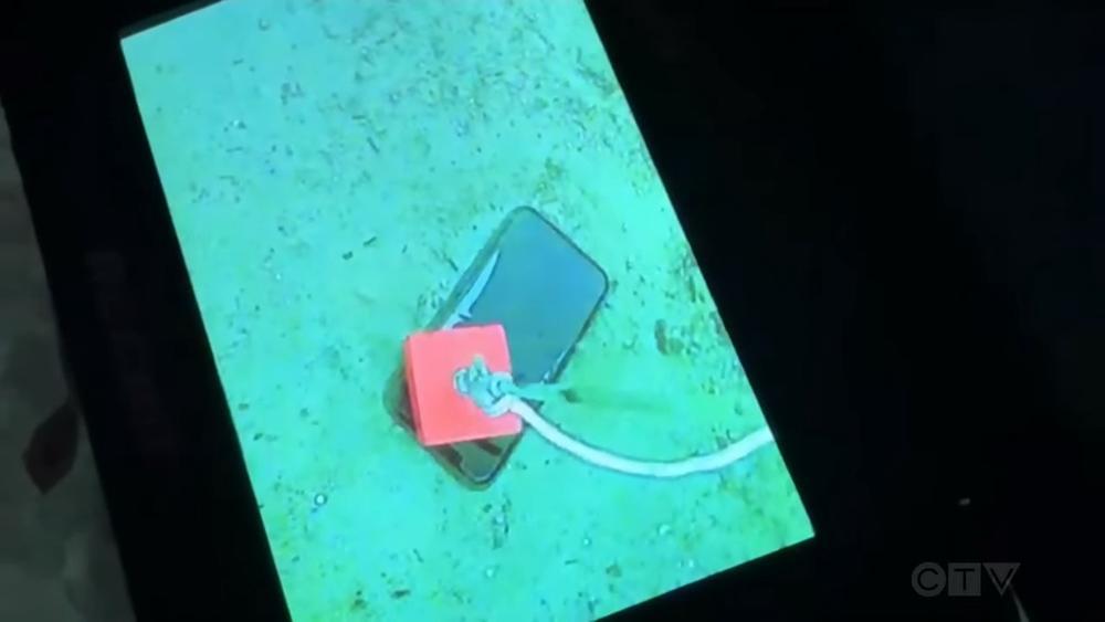 iPhone 11 Pro rơi xuống hồ băng lạnh cóng hơn 1 tháng và câu chuyện khó tin Ảnh 3
