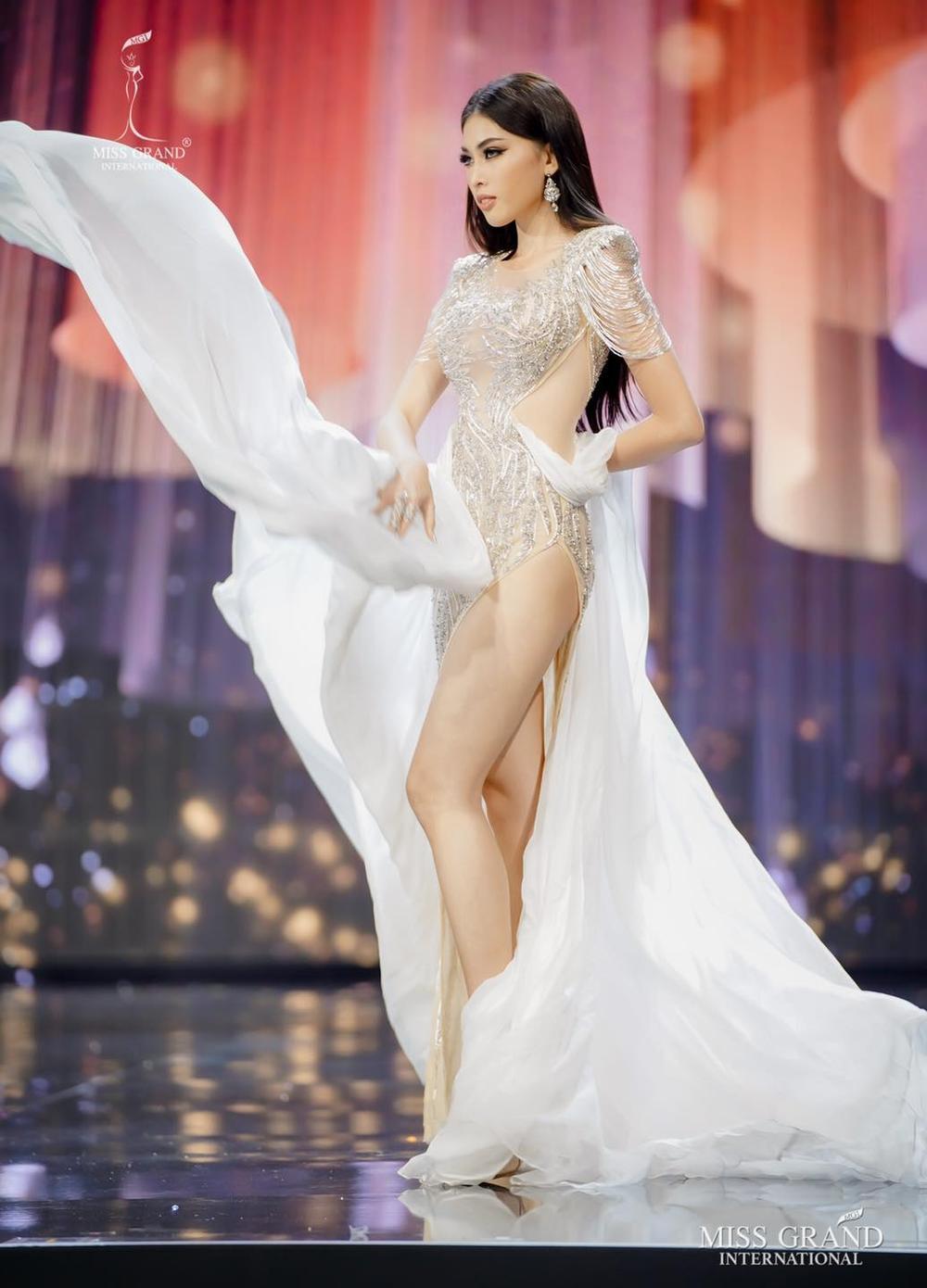7 bộ váy dạ hội đẹp tinh xảo mà Ngọc Thảo không có cơ hội trình diễn tại Miss Grand International Ảnh 6