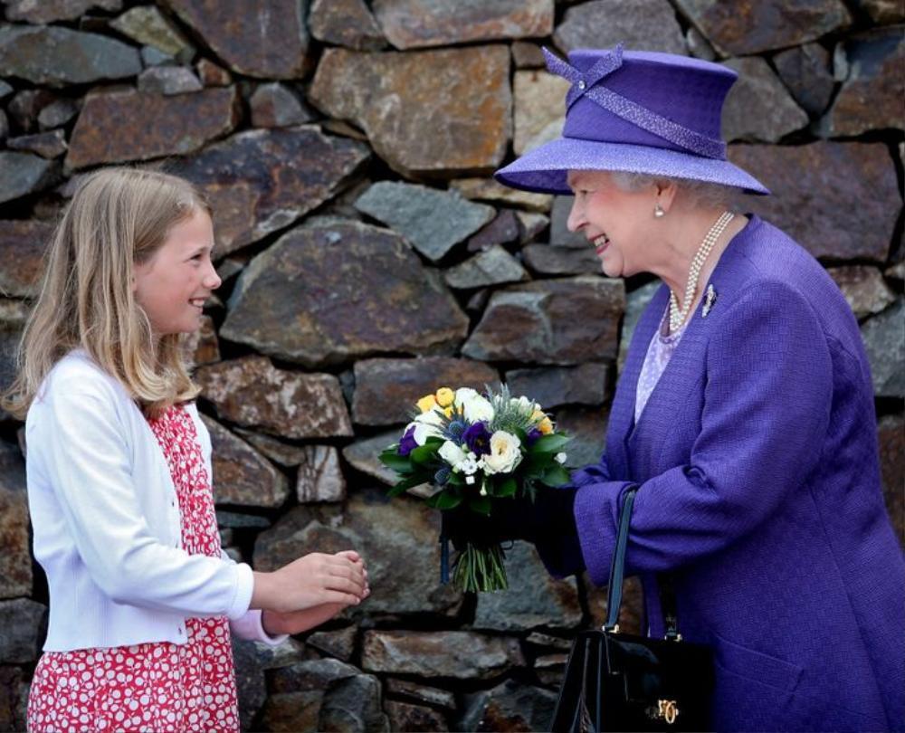 11 lần Nữ hoàng Elizabeth phá vỡ nguyên tắc Hoàng gia Ảnh 2
