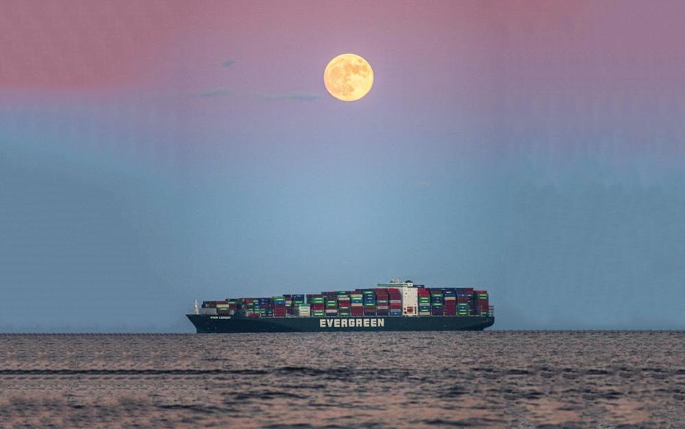 'Siêu Trăng Giun' góp phần giải cứu tàu Ever Given mắc cạn ở kênh đào Suez Ảnh 2