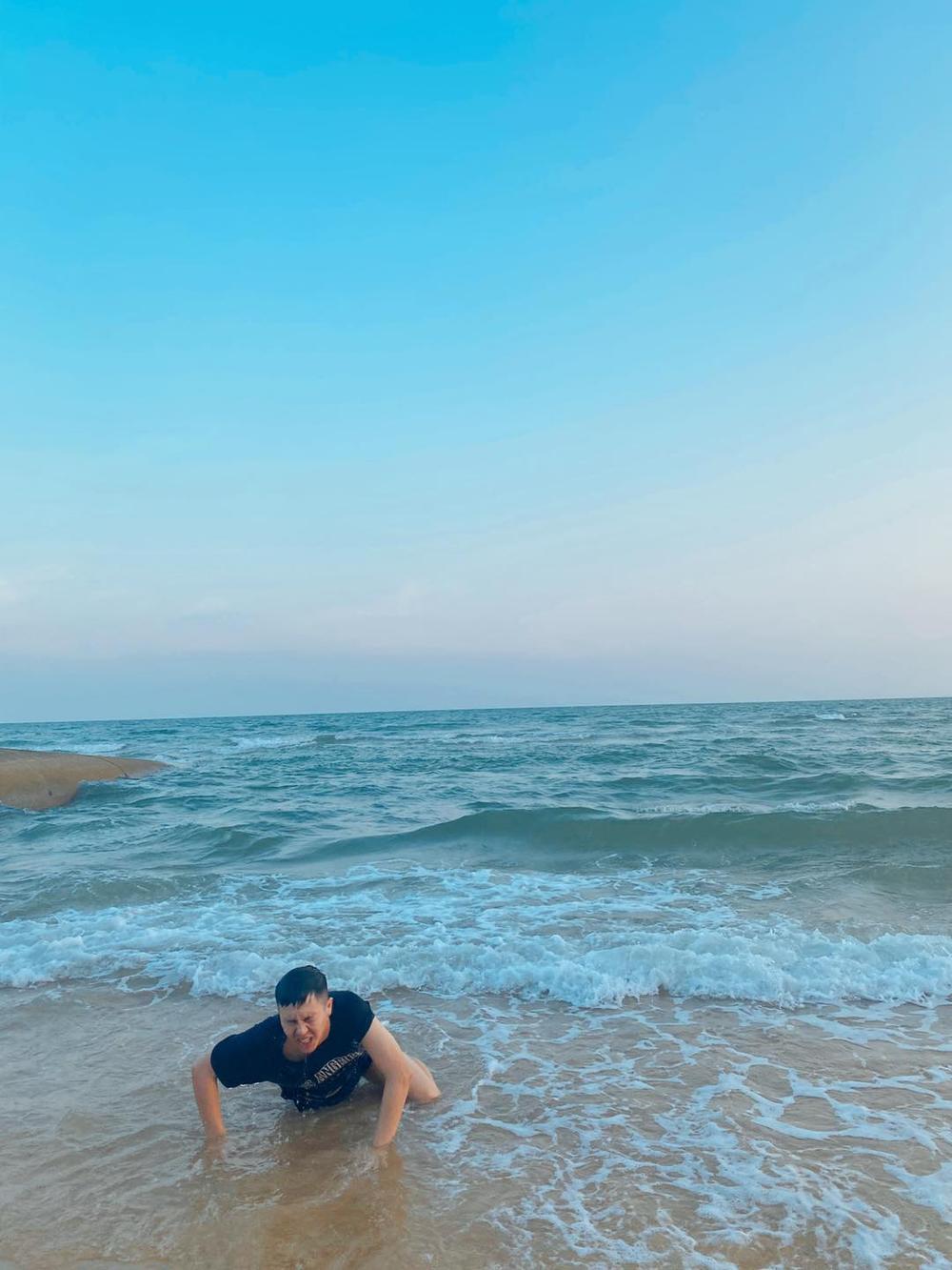 Bắt chước khoảnh khắc soái ca, Duy Khánh bất ngờ cho ra bộ sưu tập ảnh 'đuối nước' Ảnh 7
