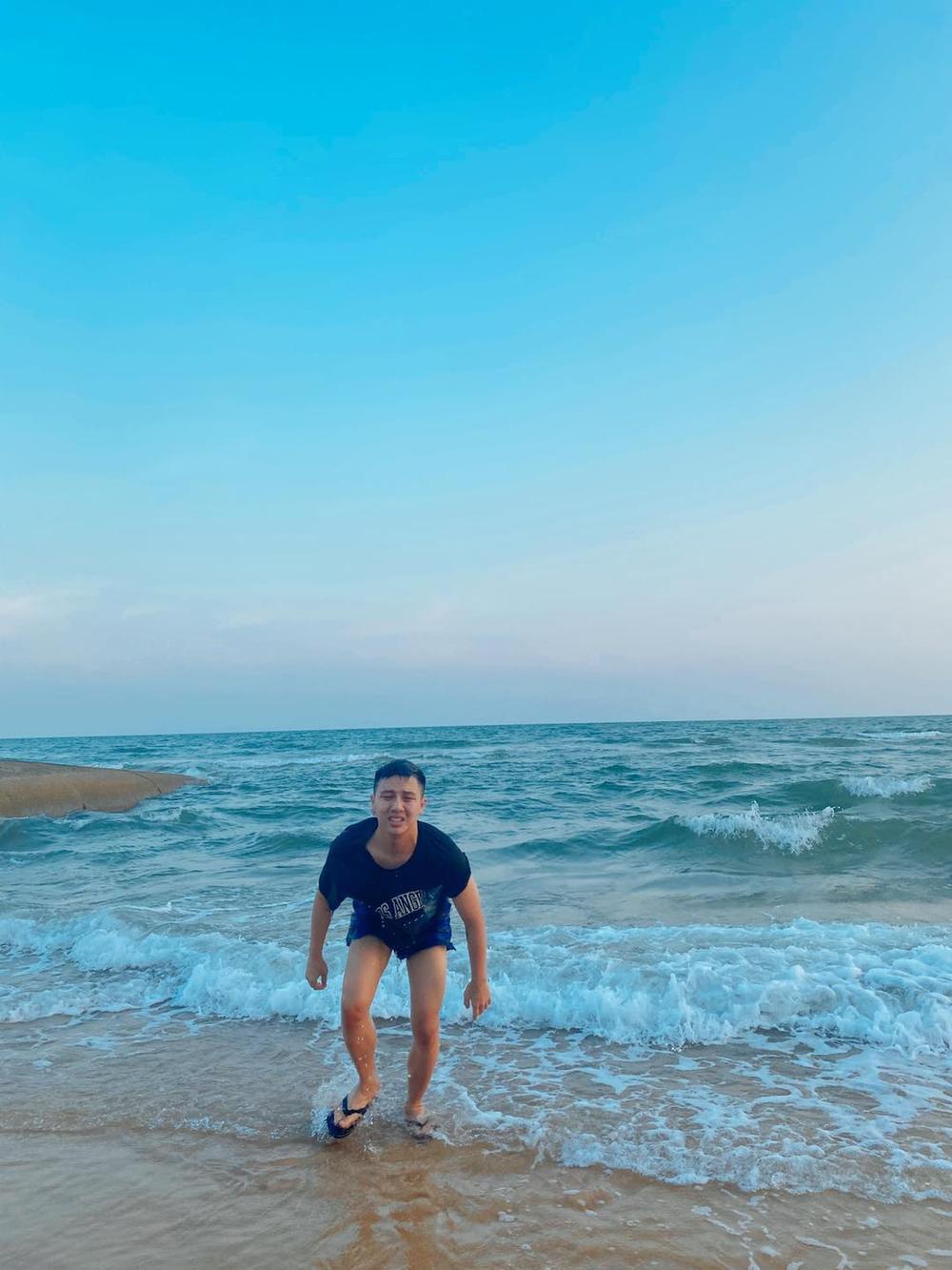 Bắt chước khoảnh khắc soái ca, Duy Khánh bất ngờ cho ra bộ sưu tập ảnh 'đuối nước' Ảnh 8