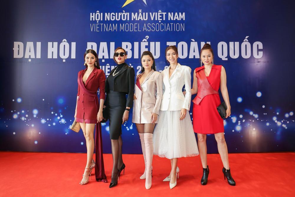 Lan Khuê - Minh Tú đối đầu phong cách tại Đại hội Hội người mẫu Việt Nam: Đẳng cấp Siêu mẫu là đây! Ảnh 8