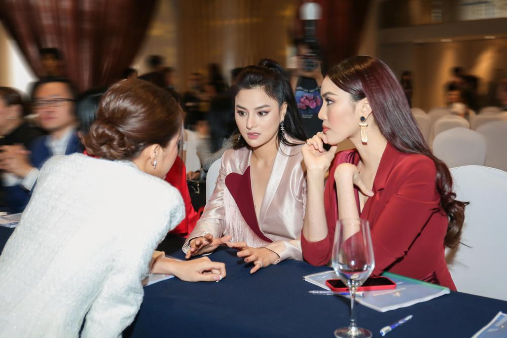 Lan Khuê - Minh Tú đối đầu phong cách tại Đại hội Hội người mẫu Việt Nam: Đẳng cấp Siêu mẫu là đây! Ảnh 9