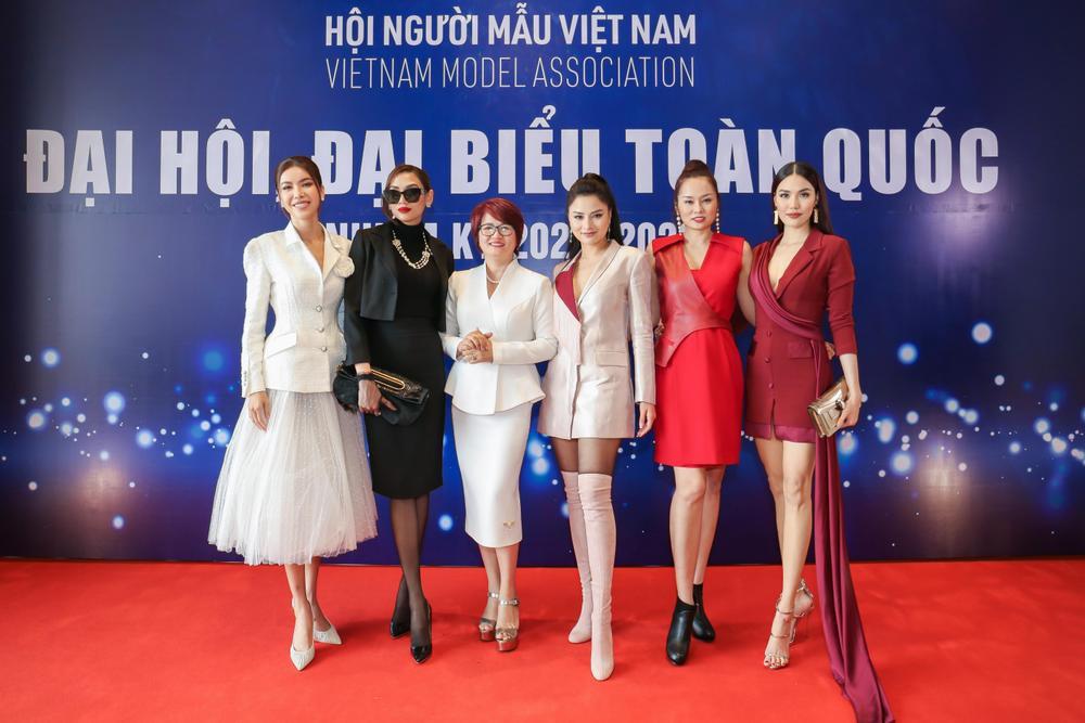 Lan Khuê - Minh Tú đối đầu phong cách tại Đại hội Hội người mẫu Việt Nam: Đẳng cấp Siêu mẫu là đây! Ảnh 7