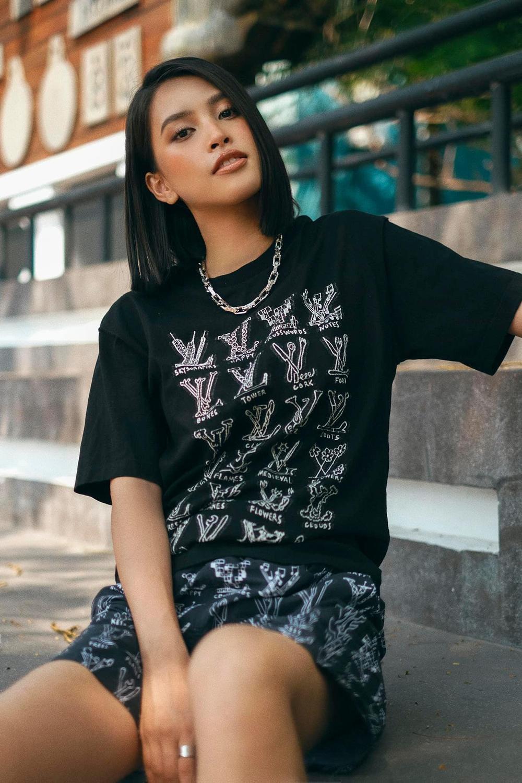 Hoa hậu Tiểu Vy cool ngầu xuống phố với set đồ tomboy lạ mắt Ảnh 2