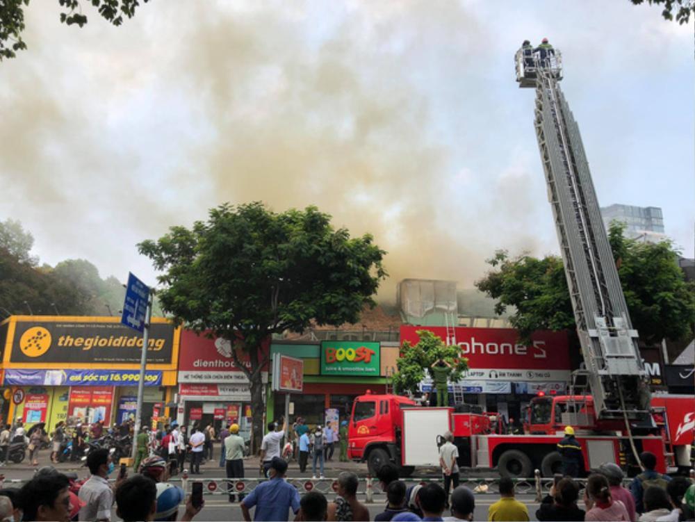 Cháy nhà ở trung tâm quận 1, sơ tán toàn bộ học sinh trường Ernst Thalmann Ảnh 2