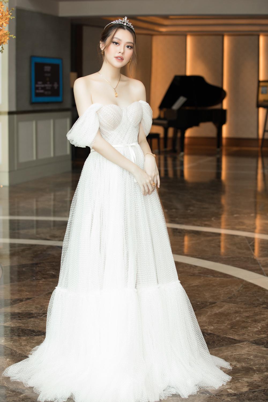 Tình trẻ chồng cũ Lệ Quyên diện váy đẹp lấn át cả Hoa hậu Đỗ Thị Hà Ảnh 8