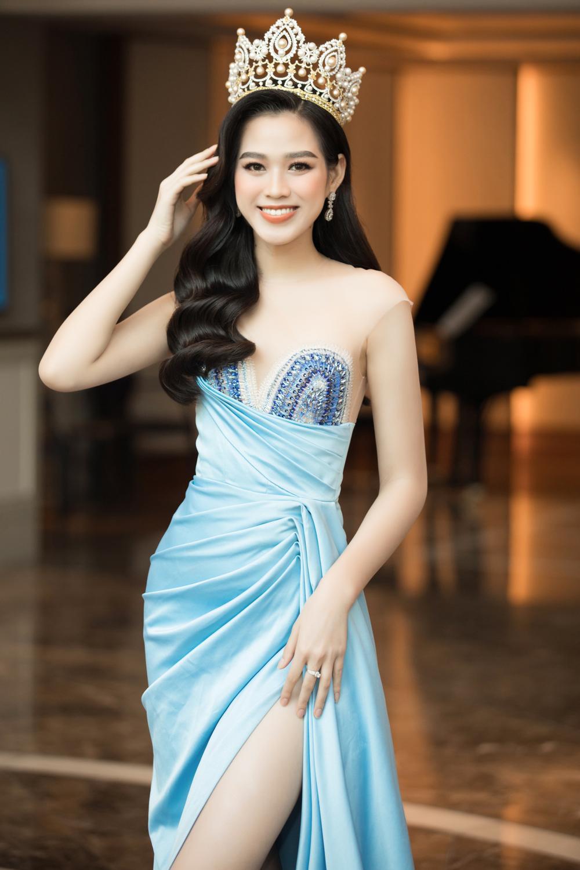 Tình trẻ chồng cũ Lệ Quyên diện váy đẹp lấn át cả Hoa hậu Đỗ Thị Hà Ảnh 4