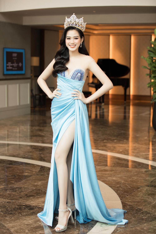 Tình trẻ chồng cũ Lệ Quyên diện váy đẹp lấn át cả Hoa hậu Đỗ Thị Hà Ảnh 3