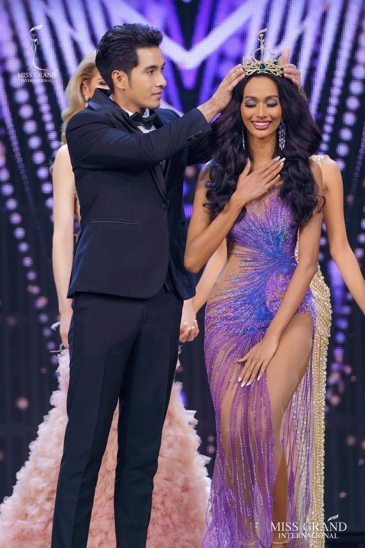 Miss Grand Indonesia bị truyền hình quốc gia che mờ toàn thân vì váy mỏng như sương Ảnh 1