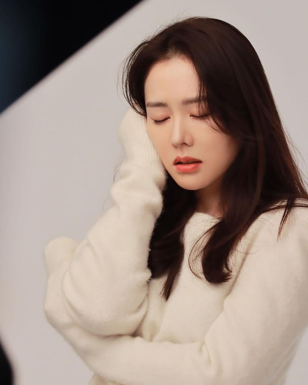 Son Ye Jin khoe nhan sắc đỉnh cao trong bộ ảnh mới: Trẻ mãi không già là đây Ảnh 5