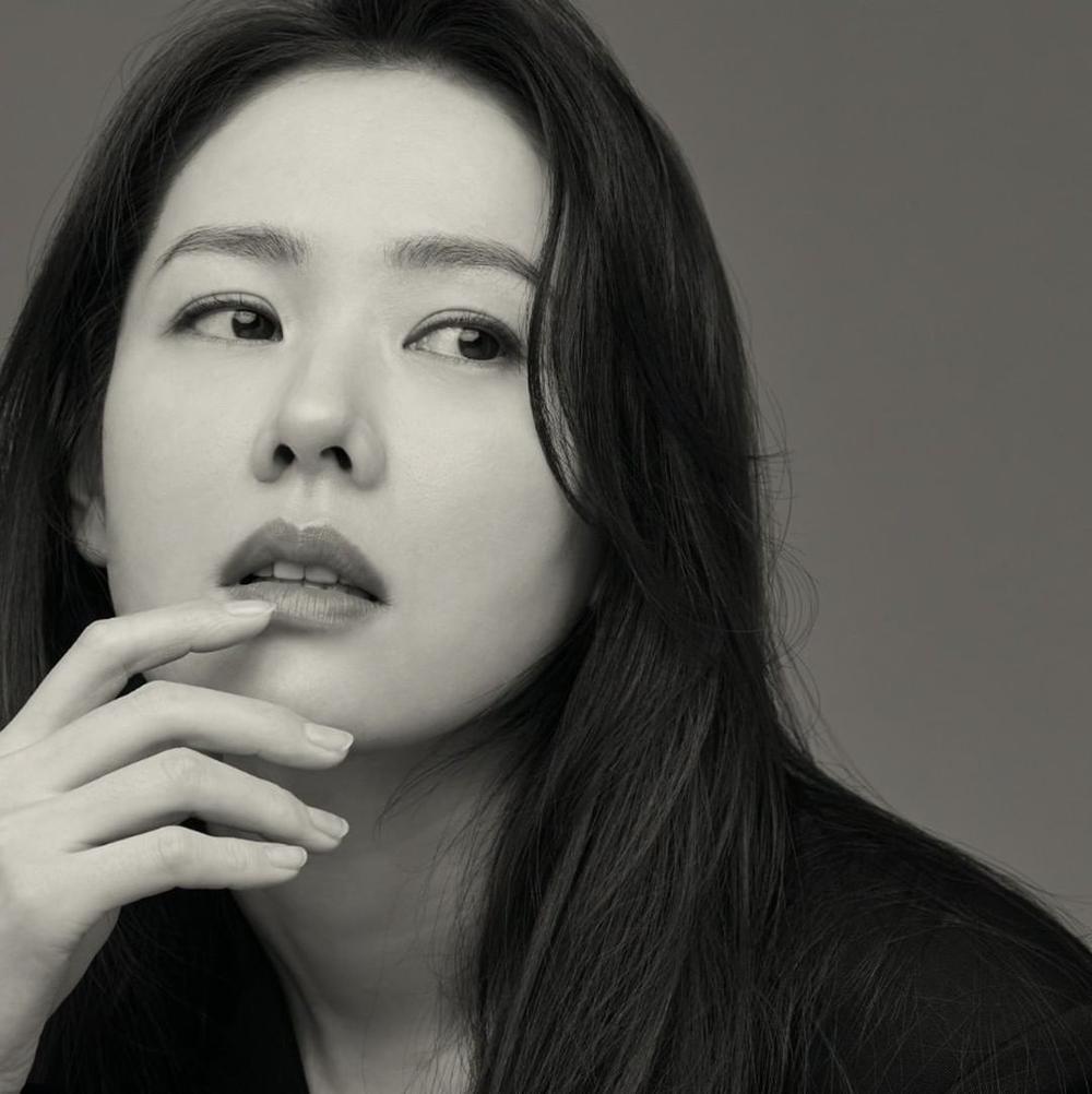 Son Ye Jin khoe nhan sắc đỉnh cao trong bộ ảnh mới: Trẻ mãi không già là đây Ảnh 9