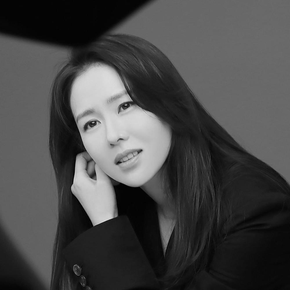 Son Ye Jin khoe nhan sắc đỉnh cao trong bộ ảnh mới: Trẻ mãi không già là đây Ảnh 8