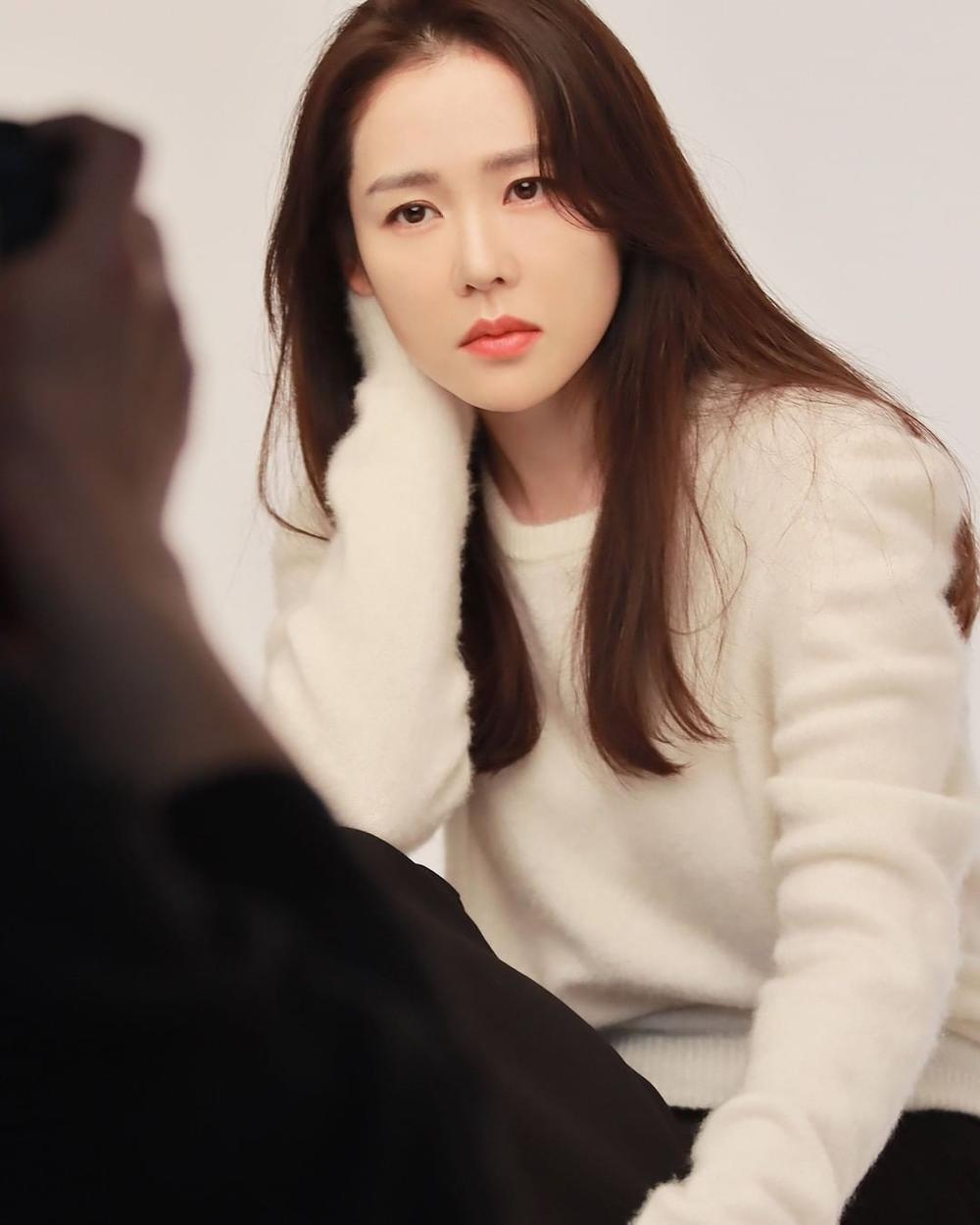 Son Ye Jin khoe nhan sắc đỉnh cao trong bộ ảnh mới: Trẻ mãi không già là đây Ảnh 1