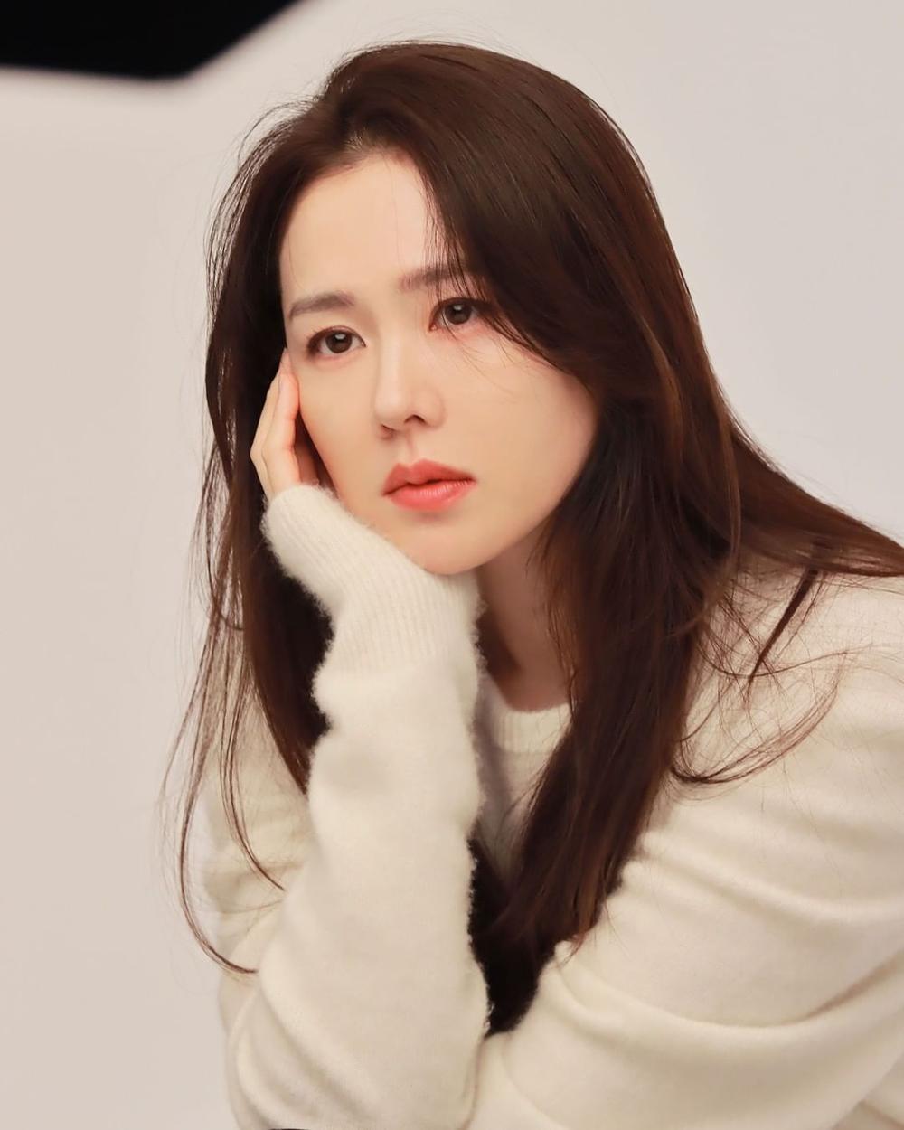 Son Ye Jin khoe nhan sắc đỉnh cao trong bộ ảnh mới: Trẻ mãi không già là đây Ảnh 7