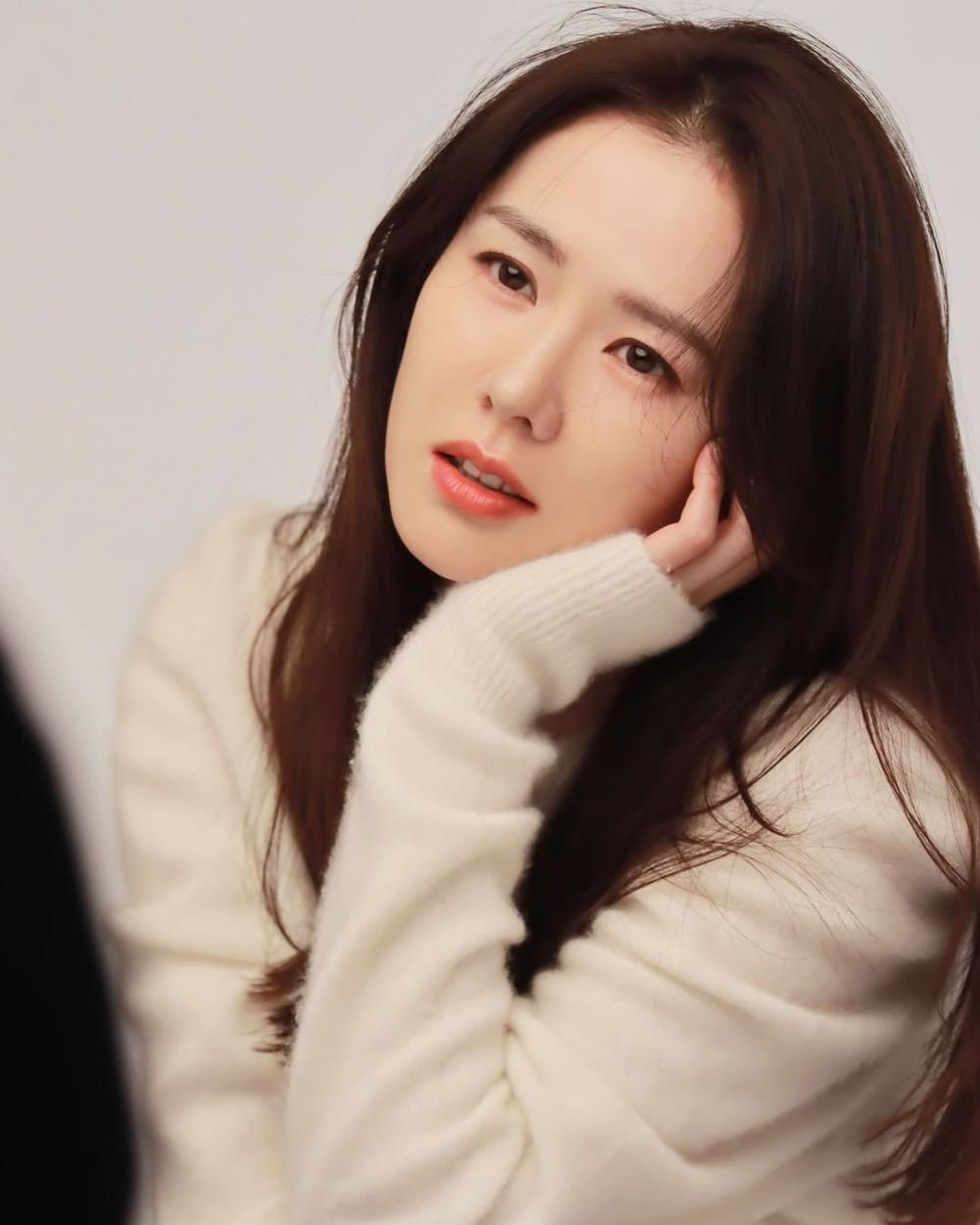 Son Ye Jin khoe nhan sắc đỉnh cao trong bộ ảnh mới: Trẻ mãi không già là đây Ảnh 3